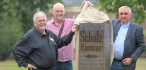 Peter Hahnen-Leiter des Zentrums Kloster Kamp Thomas Berger-Sponsor und Hersteller Albert Pellkofer-Schatzmeister Trägerverein Foto-Michels