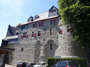 Schloss-Burg Grabentorhaus Berger (2)